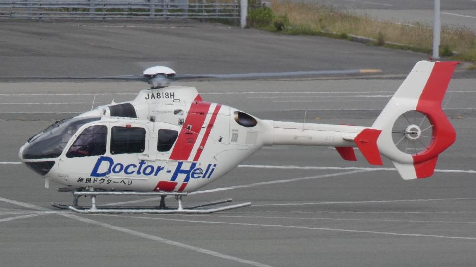 航空見聞録さんの学校法人ヒラタ学園 航空事業本部 Eurocopter EC135/635 (JA818H) 航空フォト
