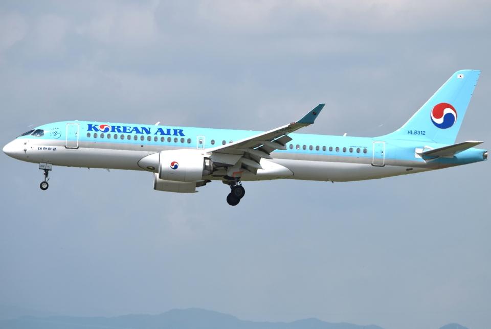 jun☆さんの大韓航空 Airbus A220-300 (HL8312) 航空フォト