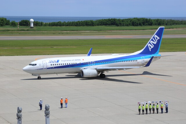 Cleared for take offさんが、新潟空港で撮影した全日空 737-881の航空フォト(飛行機 写真・画像)