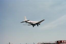 KOMAKIYAMAさんが、厚木飛行場で撮影したアメリカ海軍 C-117D Skytrooperの航空フォト(飛行機 写真・画像)