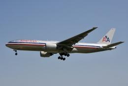 NIKEさんが、ロンドン・ヒースロー空港で撮影したアメリカン航空 777-223/ERの航空フォト(飛行機 写真・画像)