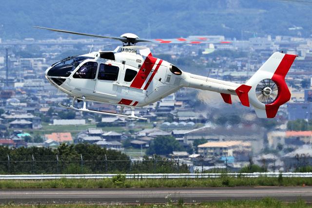 くれないさんが、高松空港で撮影した学校法人ヒラタ学園 航空事業本部 EC135P2+の航空フォト(飛行機 写真・画像)