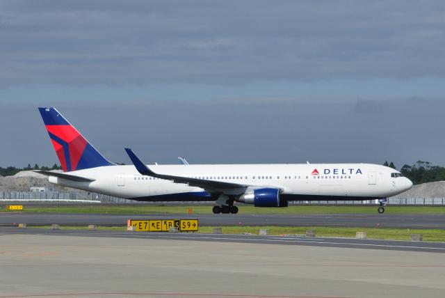 チャーリーマイクさんが、成田国際空港で撮影したデルタ航空 767-332/ERの航空フォト(飛行機 写真・画像)