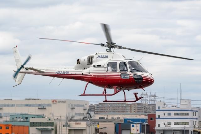 Ariesさんが、八尾空港で撮影した朝日航洋 AS355N Ecureuil 2の航空フォト(飛行機 写真・画像)