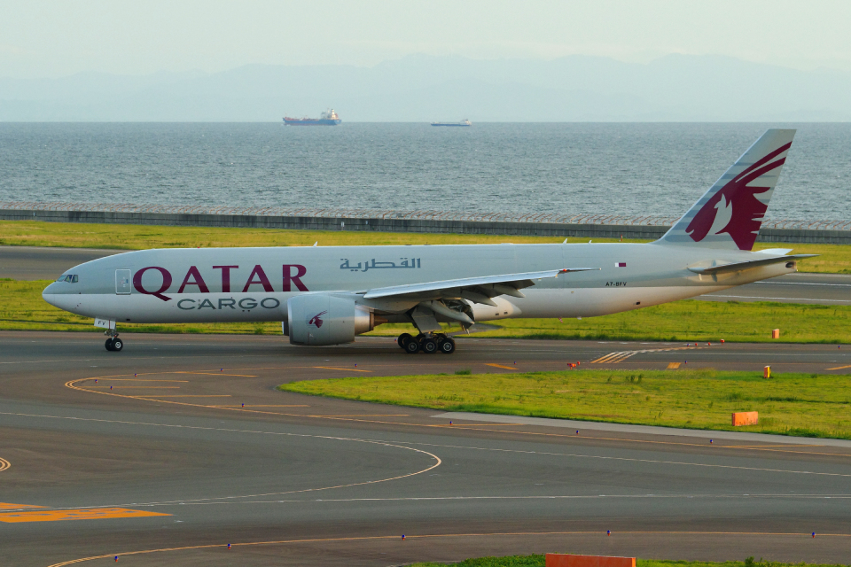 yabyanさんのカタール航空カーゴ Boeing 777-200 (A7-BFV) 航空フォト