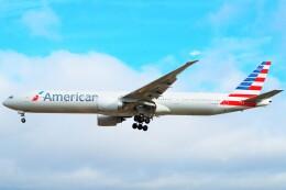 ちっとろむさんが、ロンドン・ヒースロー空港で撮影したアメリカン航空 777-323/ERの航空フォト(飛行機 写真・画像)