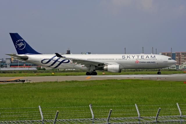 tsubameさんが、福岡空港で撮影したチャイナエアライン A330-302の航空フォト(飛行機 写真・画像)