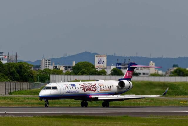 平凡なおっちゃんさんが、伊丹空港で撮影したアイベックスエアラインズ CL-600-2C10 Regional Jet CRJ-702の航空フォト(飛行機 写真・画像)