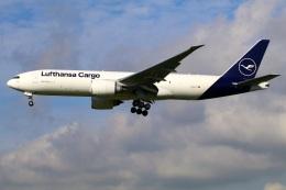 Tomo_mczさんが、成田国際空港で撮影したルフトハンザ・カーゴ 777-FBTの航空フォト(飛行機 写真・画像)