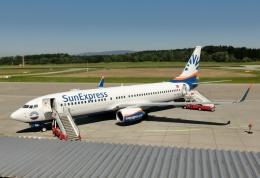 TA27さんが、フリードリヒスハーフェン空港で撮影したサンエクスプレス 737-8HCの航空フォト(飛行機 写真・画像)
