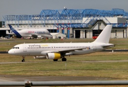 TA27さんが、トゥールーズ・ブラニャック空港で撮影したブエリング航空 A320-232の航空フォト(飛行機 写真・画像)