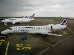 TA27さんが、リヨン・サンテグジュペリ空港で撮影したレジォナル ERJ-135ERの航空フォト(飛行機 写真・画像)