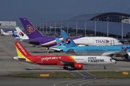 mild lifeさんが、関西国際空港で撮影したベトジェットエア A321-271Nの航空フォト(飛行機 写真・画像)