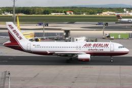 kinsanさんが、フランクフルト国際空港で撮影したエア・ベルリン A320-214の航空フォト(飛行機 写真・画像)
