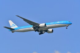 Hiro Satoさんが、スワンナプーム国際空港で撮影したKLMオランダ航空 777-306/ERの航空フォト(飛行機 写真・画像)