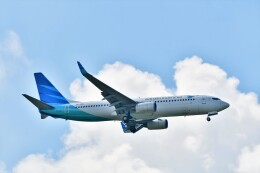 Hiro Satoさんが、スワンナプーム国際空港で撮影したガルーダ・インドネシア航空 737-8U3の航空フォト(飛行機 写真・画像)