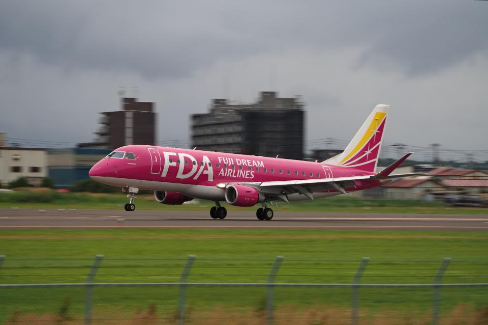 ここはどこ?さんのフジドリームエアラインズ Embraer 175 (JA15FJ) 航空フォト