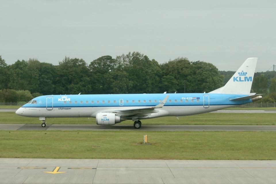 NIKEさんのKLMシティホッパー Embraer 190 (PH-EZD) 航空フォト