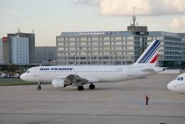 TA27さんが、パリ シャルル・ド・ゴール国際空港で撮影したエールフランス航空 A320-212の航空フォト(飛行機 写真・画像)