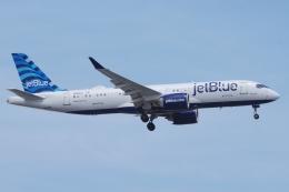 zettaishinさんが、ジェネラル・エドワード・ローレンス・ローガン国際空港で撮影したジェットブルー A220-300 (BD-500-1A11)の航空フォト(飛行機 写真・画像)