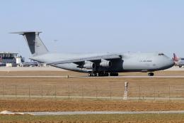 chrisshoさんが、シュトゥットガルト空港で撮影したアメリカ空軍 C-5A Galaxyの航空フォト(飛行機 写真・画像)