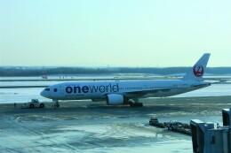 timeさんが、新千歳空港で撮影した日本航空 777-246の航空フォト(飛行機 写真・画像)
