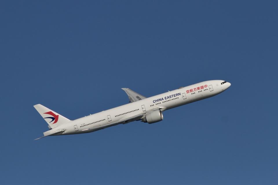 344さんの中国東方航空 Boeing 777-300 (B-7368) 航空フォト