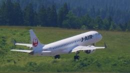 こがしさんが、青森空港で撮影したジェイエア ERJ-190-100(ERJ-190STD)の航空フォト(飛行機 写真・画像)