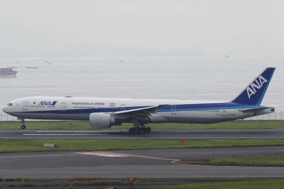 いんちゃんさんの全日空 Boeing 777-300 (JA779A) 航空フォト