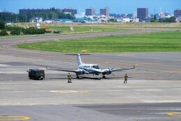 hidetsuguさんが、札幌飛行場で撮影した陸上自衛隊 LR-2の航空フォト(飛行機 写真・画像)