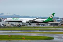 ansett747さんが、福岡空港で撮影したエバー航空 787-10の航空フォト(飛行機 写真・画像)