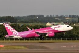 にしやんさんが、女満別空港で撮影したピーチ A320-214の航空フォト(飛行機 写真・画像)