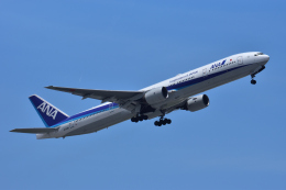 Take51さんが、那覇空港で撮影した全日空 777-381の航空フォト(飛行機 写真・画像)