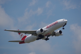 JA8037さんが、成田国際空港で撮影したオーストリア航空 777-2Z9/ERの航空フォト(飛行機 写真・画像)