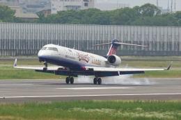 HEATHROWさんが、伊丹空港で撮影したアイベックスエアラインズ CL-600-2C10(CRJ-702)の航空フォト(飛行機 写真・画像)