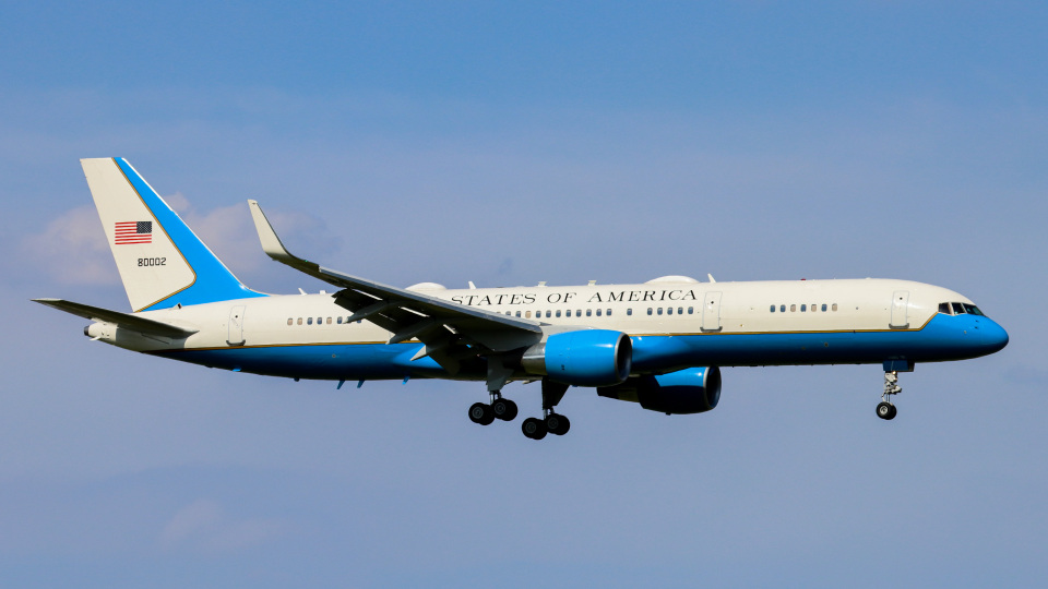 Bluewingさんのアメリカ空軍 Boeing C-32 (98-0002) 航空フォト
