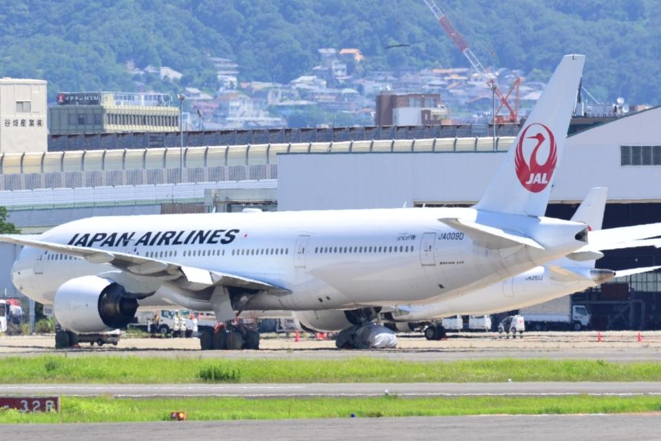 md11jbirdさんの日本航空 Boeing 777-200 (JA009D) 航空フォト