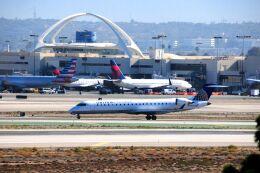 まいけるさんが、ロサンゼルス国際空港で撮影したスカイウエスト CL-600-2C10(CRJ-701ER)の航空フォト(飛行機 写真・画像)
