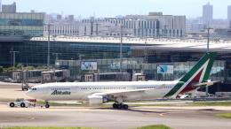 誘喜さんが、羽田空港で撮影したアリタリア航空 A330-202の航空フォト(飛行機 写真・画像)