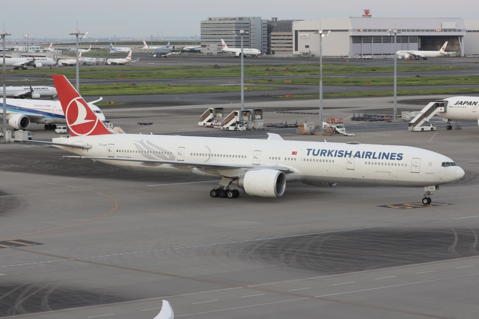 sky-spotterさんのターキッシュ・エアラインズ Boeing 777-300 (TC-JJL) 航空フォト