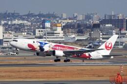 mild lifeさんが、伊丹空港で撮影した日本航空 767-346/ERの航空フォト(飛行機 写真・画像)