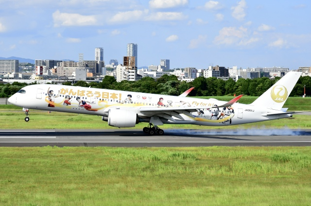 蒼くまさんが、伊丹空港で撮影した日本航空 A350-941の航空フォト(飛行機 写真・画像)