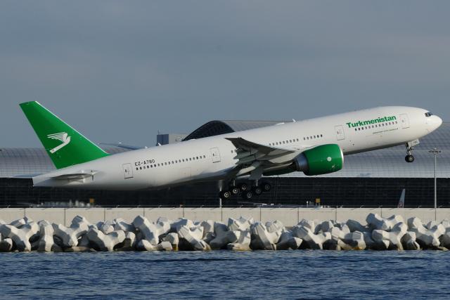 きんめいさんが、関西国際空港で撮影したトルクメニスタン航空 777-200/LRの航空フォト(飛行機 写真・画像)