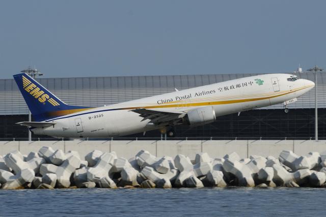 きんめいさんが、関西国際空港で撮影した中国郵政航空 737-4Q8(SF)の航空フォト(飛行機 写真・画像)