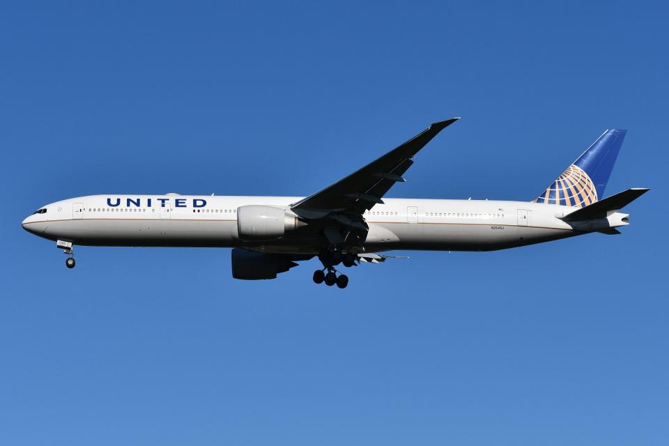 Deepさんのユナイテッド航空 Boeing 777-300 (N2645U) 航空フォト