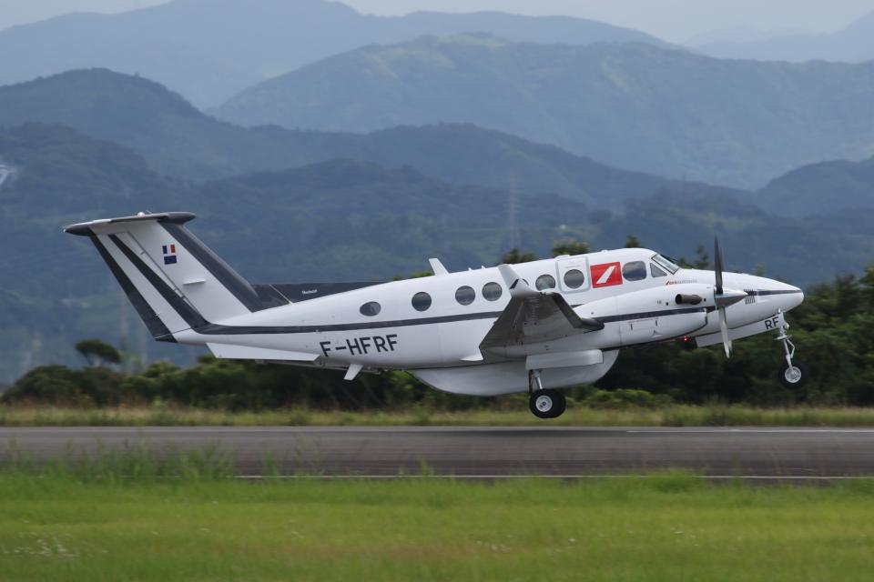 ゴンタさんのフランス企業所有 Beechcraft 200 Super King Air (F-HFRF) 航空フォト