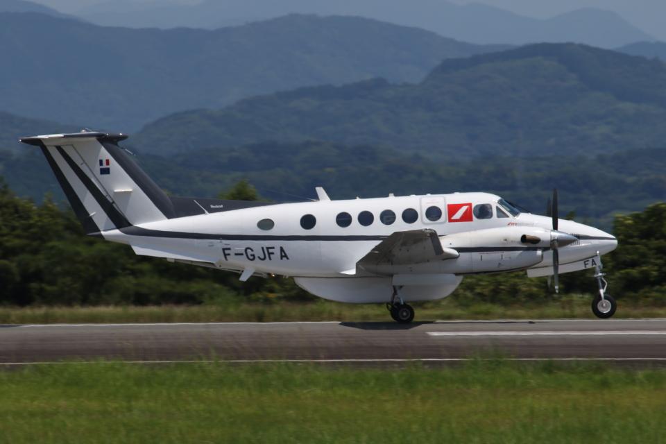 ゴンタさんのフランス企業所有 Beechcraft 200 Super King Air (F-GJFA) 航空フォト
