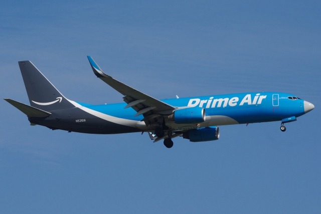 zettaishinさんが、ブラッドレー国際空港で撮影したアマゾン・エア 737-83N(BCF)の航空フォト(飛行機 写真・画像)