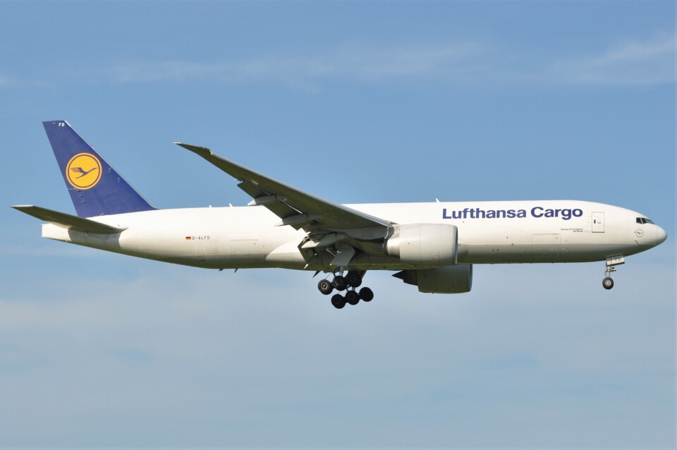 fly A340さんのルフトハンザ・カーゴ Boeing 777-200 (D-ALFD) 航空フォト