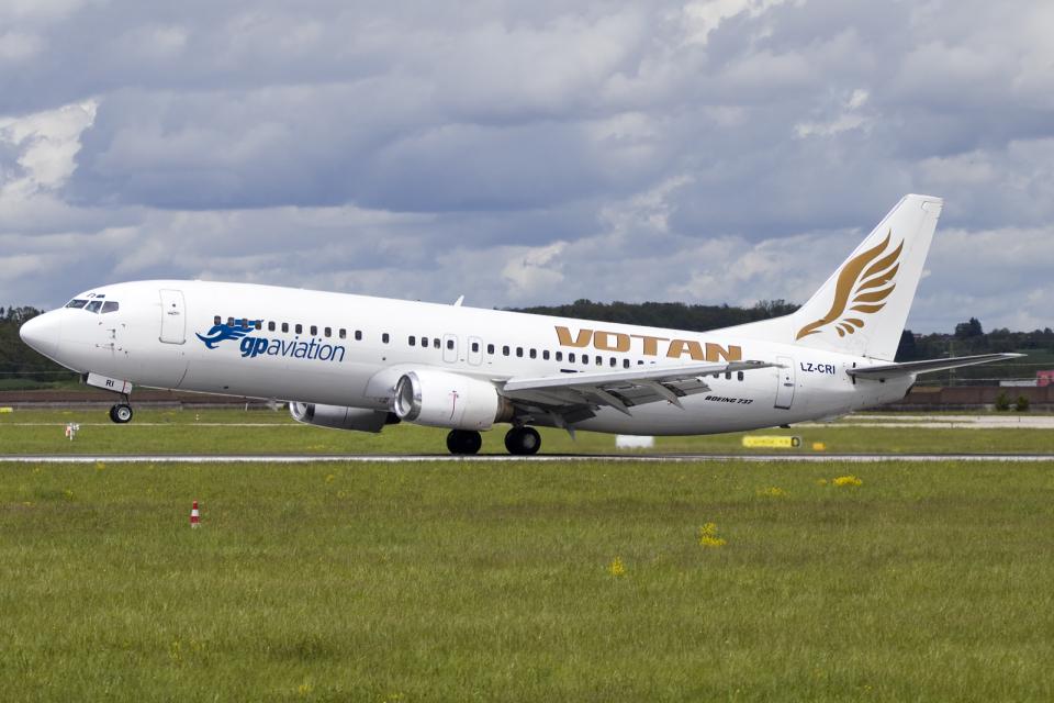 chrisshoさんのGPアビエーション Boeing 737-400 (LZ-CRI) 航空フォト